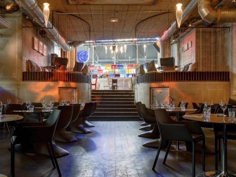 un espace luxuriant sous un plafond cath drale salles parisiennes location de salles. Black Bedroom Furniture Sets. Home Design Ideas