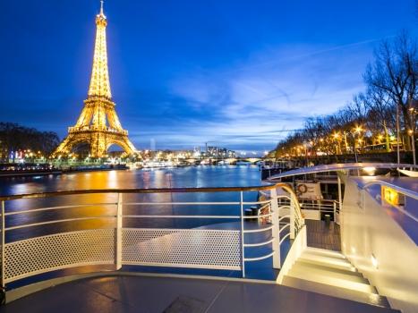 un espace atypique au pied de la tour eiffel salles parisiennes location de salles atypiques. Black Bedroom Furniture Sets. Home Design Ideas